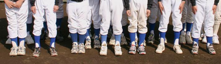 学童野球ではこのようにバラバラなユニフォームのサイズ感が目立つ